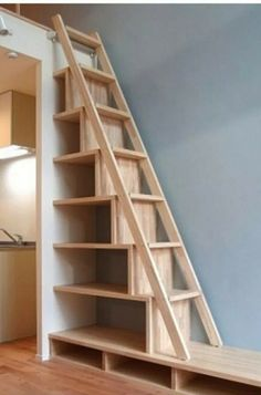 Steep stairs w/shelves - Zuhause Tiny House Stairs, Tiny House Cabin, Tiny House Living, Loft Bed Plans, Loft Room, Staircase Design, Home Interior Design, She Shed Interior Ideas, Small Spaces