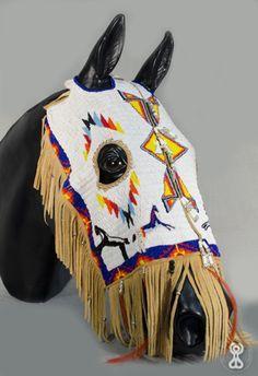 comanche horse masks - Google Search Native American Horses, Native American Clothing, Native American Regalia, Native American Artwork, Native American Artifacts, Native American Beadwork, Horse Mask, Horse Armor, Horse Gear