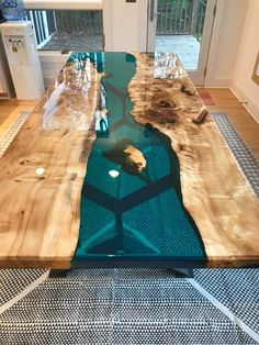 Long Wood Table Kitchens Ideas For 2019 Dinner Tables Furniture, Unique Dining Tables, Cool Tables, Modern Dining Table, Dining Room Table, Long Wood Table, Epoxy Wood Table, Epoxy Resin Wood, Wooden Tables