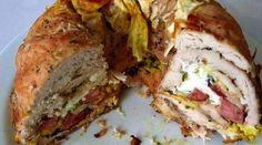 Komu se nedaří klasická kuřecí roláda, může vyzkoušet geniálně jednoduchý recept a maso spolu s libovolnou náplní upéct v klasické formě na bábovku. Výsledné chutě jsou jen na vás.