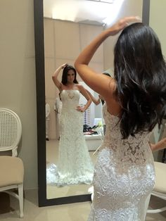 Stuning Bride wearing, Linda Noiva se vestindo, Noiva Dia, Casamento Amanda Guerra.