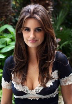Penelope cruz, one of the most beautiful and successful actress in the hollywood film industry. Beautiful Celebrities, Beautiful Actresses, Gorgeous Women, Beautiful People, Gorgeous Hair, Penelope Cruze, Hollywood Actresses, Madrid, Hair Cuts