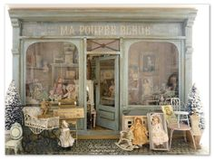 Ma Poupée Bleue Vitrine Miniature, Miniature Rooms, Miniature Houses, Miniature Furniture, Dolls House Shop, Toys Shop, Doll Houses, Victorian Dollhouse, Dollhouse Toys