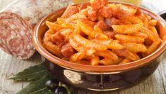 Tipici della zona del Campidano, gli gnocchetti sardi, o Malloreddus, sono un prodotto culinario che rappresenta la Sardegna tutta. La tradizione prevede due ricette principali: gli gnocchetti sardi alla campidanese e gnocchetti sardi con casu furriau. Scopri la ricetta http://www.sardegna.com/it/blog/gnocchetti-sardi-malloreddus-a-casu-furriau/