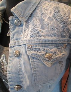 Most up-to-date Absolutely Free miss me jacket. I don't really like the miss me stuff bu. Ideas I love Jeans ! And even more I like to sew my very own Jeans. Next Jeans Sew Along I'm going to Denim And Lace, How To Wear Denim Jacket, Jacket Jeans, Lace Jacket, Jeans Recycling, Diy Kleidung, Mode Jeans, Denim Ideas, Denim Crafts