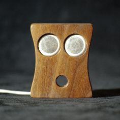 Kopfhörerhalter > handgefertig aus Nussbaum >von AcousticDesign