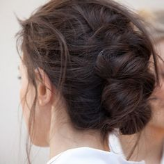 the updated chignon My Hairstyle, Messy Hairstyles, Pretty Hairstyles, Hairstyle Tutorials, Wedding Hairstyles, Good Hair Day, Great Hair, Twisted Hair, Tips Belleza