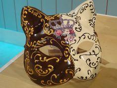 Pintura Kitsune Mask, Oni Mask, Ceramic Mask, Ceramic Painting, Masquerade, Piggy Bank, Cowboy Boots, Skull, Ceramics