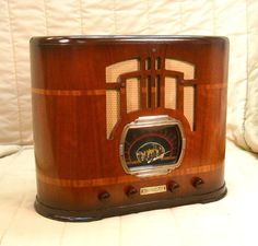 Old Antique Wood Warwick Vintage Tube Radio -Restored Working Art Deco Table Top. eBay auction ends tonight at 10:30 eastern!