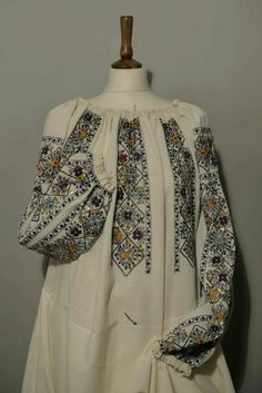 Tambour Embroidery, Blackwork Embroidery, Folk Embroidery, Baby Girl Pants, Cross Stitch, Knitting, Romania, Costume, Clothes