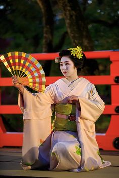 A blog about the maiko and geiko of Kamishichiken : Photo