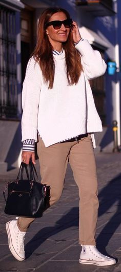 cozy fall outfit_white sweater + stripped shirt + bag + nude pants + sneakers