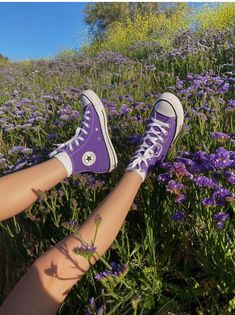 Mode Converse, Purple Converse, Outfits With Converse, Converse Shoes Outfit, Purple Sneakers, Dr Shoes, Swag Shoes, Hype Shoes, Designer Shoes