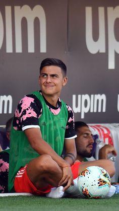 Amor😍😍😍😍 Mariano Diaz, Cr7 Junior, Uefa Champions, Cristiano Ronaldo, Football Players, Messi, Future Husband, Sexy Men, Short Hair Styles