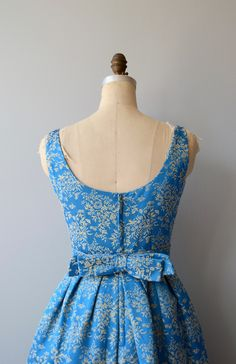 Vintage 1960s bright blue and gold floral brocade party dress with wide set shoulders, scoop neckline, fitted waist, large back bow, full skirt, attached crinoline and metal back zipper. --- M E A S U R E M E N T S --- fits like: small bust: 36-38 waist: 27.5 hip: free length: 40 brand/maker: Rappi condition: excellent to ensure a good fit, please read the sizing guide: http://www.etsy.com/shop/DearGolden/policy ✩ layaway is available for this item ✩ more vin...