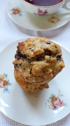 "Muffins ""énergie"" au quinoa, beurre de cacahuètes, banane et chocolat noir Muffins, Brunch, Cupcakes, Gluten, Breakfast, Desserts, Inspiration, Peanut Butter, Vegetarische Rezepte"