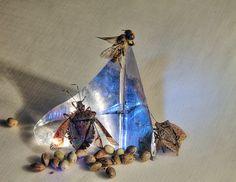 Infuriano sulle piramidi di acciaio lucido