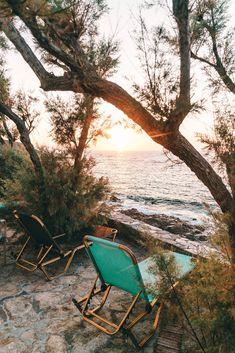 7 tips for the Greek island of Ikaria a paradise in the sea - Frauen Haar Modelle Hotel Am Meer, Greek Restaurants, Hotels, Greek Islands, Seychelles, Greece, Paradise, Beach, Tips