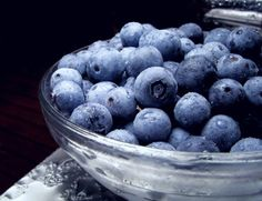 #5  Blueberry  Nutritional value (1/2 cup): 41 calories, 1.5 g fibre, rich in antioxidants   • Disease-fighting factor: Blueberries rank No. 1 in antioxidant activity when compared to 60 other fresh fruits and vegetables. Blueberries may help lower the risk of developing age-related diseases such as Parkinson's and Alzheimer's.   Blueberries freeze very well. Here's how: Rinse, then let berries dry in a single layer on towels. Freeze in a single layer on rimmed baking sheets.