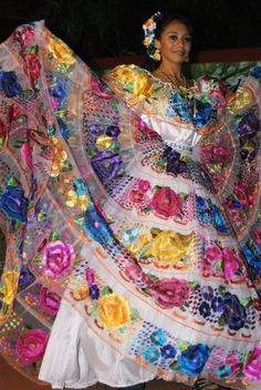 Coco them birthday party Mexican Costume, Mexican Outfit, Mexican Dresses, Mexican Style, Mexican Art, Traditional Mexican Dress, Traditional Fashion, Traditional Dresses, Mexican Quinceanera Dresses
