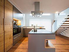Village Houses, Design Moderne, Cuisines Design, Küchen Design, Kitchen Island, Architecture, Table, Bad, Furniture