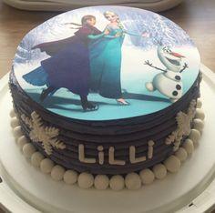 Heute hatte ich auch endlich mal die Gelegenheit eine Torte zum Thema Eiskönigin zu machen. Ich muss sagen, für die Temperaturen und meine noch nicht so üppige Erfahrung bin ich ganz zufrieden.&nbs…
