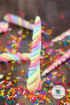 DIY Edible Unicorn Horns are a fun nerdy treat that are perfect for any unicorn themed party! They are sweet and colorful and fun! Cake DIY Edible Unicorn Horns - Some of This and That Unicorn Birthday Parties, Birthday Fun, Birthday Ideas, Cake Birthday, Birthday Breakfast, Dinosaur Birthday, Cupcake Toppers, Cupcake Cakes, Bolos Low Carb