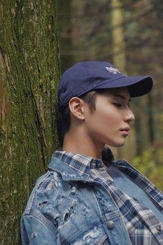 Taemin in the woods Onew Jonghyun, Lee Taemin, Minho, Baekhyun, Kai Exo, Capitol Records, The Avengers, Justin Timberlake, K Pop
