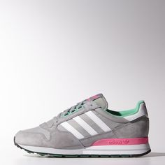 The ZX 500 shoe first landed in 1984 and took hold of running culture with its biomechanical design. This time, these women's shoes show up in nylon with soft suede overlays, a soft terry lining, and the original version's plastic D-ring eyelets. An EVA midsole cushions.