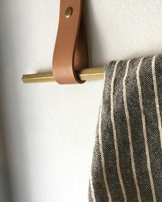 pendurão brass and leather by coizacomze.com