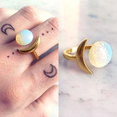Opalring gold Mond   Opalite Boho Ring   Halbmond weiß Stein Ring   Schillernde Mond Schmuck   Halb-Edelstein
