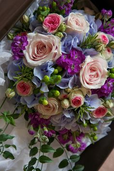 Bright, country style trailing wedding bouquets and floral wand Amazing Flowers, Beautiful Roses, Fresh Flowers, Beautiful Flowers, Floral Bouquets, Wedding Bouquets, Wedding Flowers, Large Flower Arrangements, Flower Vases