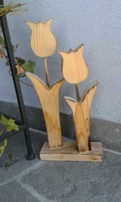 tulips garden care Holztulpe g - gardencare Wood Projects, Woodworking Projects, Craft Projects, Wooden Crafts, Diy And Crafts, Diy Ostern, Creation Deco, Wooden Flowers, Garden Care