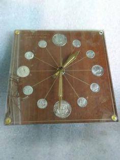 VINTAGE RARE 1964 NUMISMATIC 72 WALNUT GRAIN EXECUTIVE DESK COIN CLOCK
