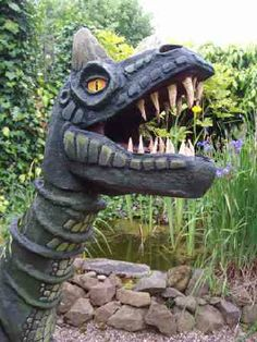 Ceratosaurus - A lifesize dinosaur model created entirely from cardboard. Garden Sculpture, Creatures, The Incredibles, Outdoor Decor, Artist, Model, Artists, Scale Model