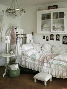 Vintage Furniture Germany Shabby Chic Bedroom With Dark Furniture - Shabby chic bedroom with dark furniture
