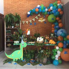 23 Clever DIY Christmas Decoration Ideas By Crafty Panda Dinosaur Birthday Party, Boy Birthday Parties, Birthday Balloons, Birthday Party Decorations, Die Dinos Baby, Office Birthday, First Birthdays, Dinosaurs, Baby Shower