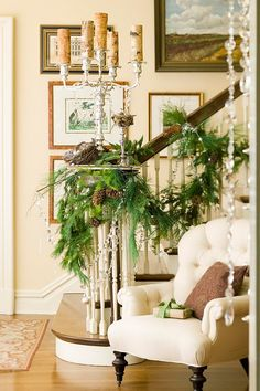 Foyer Christmas Decor Ideas. #FoyerChristmasDecorIdeas #FoyerChristmas Midwest Living via Nicety.