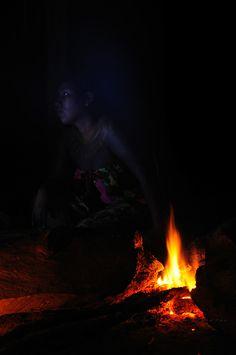 """""""Acércate a mi fuego; juntos haremos de él nuestro hogar, allá donde el canto del ave tiene su lugar"""".<br /> <br /> Espíritu emberá /comunidad indígena emberá, Panamá.<br /> <br /> PREMIO INTERNACIONAL DE FOTOGRAFÍA EN LA BIENAL DE FLORENCIA DE ARTE CONTEMPORÁNEO 2011, ITALIA.<br /> <br /> INTERNATIONAL AWARD IN FLORENCE BIENNALE OF CONTEMPORARY ART 2011, ITALY.<br /> <br /> EDICIÓN LIMITADA / LIMITED EDITION (10)"""