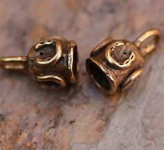4mm Horse Shoe End Caps in Bronze, AD307b