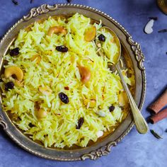 Meethe Chawal or Zarda Rice is sweet rice loaded with dry fruits, sugar & ghee. This sweet saffron flavored rice is royal dessert made on special occasions. Indian Veg Recipes, Indian Dessert Recipes, Paneer Recipes, Curry Recipes, Vegetarian Recipes, Cooking Recipes, Tea Time Snacks, Tandoori Masala, Arroz Frito