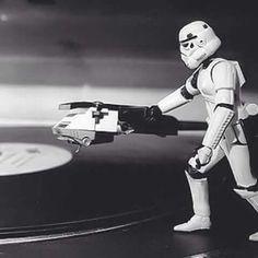 Vinyl is the choice of The Dark Side Vinyl Music, Dj Music, Music Love, Vinyl Art, Music Stuff, Music Is Life, Vinyl Records, Lps, Vinil Wallpaper