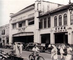 Restoran Tip Top Medan Tempo Doeloe Medan, Dutch Colonial Homes, Cool Optical Illusions, Dutch East Indies, Colonial Architecture, Asian History, Historical Pictures, Beautiful Buildings, Old Pictures