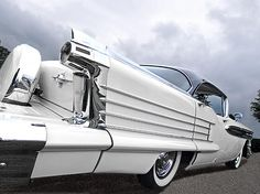 Great fifties art deco style lines on this American car, a 1958 Oldsmobile Rocket 88 #artdeco #vintagecars