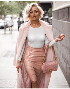 Make no doubt, you'll look utterly stunning in a pink fur coat and a pink leather pencil skirt. Classic Outfits, Chic Outfits, Fashion Outfits, Fashion Trends, Fashion Ideas, Skirt Outfits, Winter Outfits, Pink Fashion, Womens Fashion
