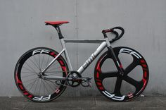 lockedcog | Cycling in Digital  » Blog Archive   » Wayne's BMC Track Machine TR02