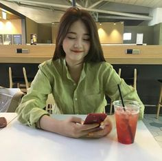 Find images and videos about girl, korean and ulzzang on We Heart It - the app to get lost in what you love. Asian Woman, Asian Girl, Selfies, Ideal Girl, Cafe Concept, Ulzzang Korean Girl, Uzzlang Girl, Poses For Photos, Aesthetic Photo