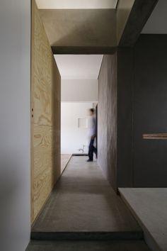 玄関土間(「シキリの形」)- 玄関事例|SUVACO(スバコ)