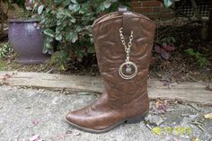 Unique looking Boot Strap Bangles. Made with a solid silver chain, with Very pretty Boot Jewelry! Sold as a pair. Silver Boots, Pink Boots, Brown Leather Boots, Cowboy Boot Crafts, Turquoise Boots, Bohemian Boots, Boot Bracelet, Boot Jewelry, Boot Bling