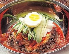 Find great information about Korean food here. Visit us to learn more about Korean Bibim Naengmyun Korean Street Food, Korean Food, K Food, Food Porn, Korean Noodles, Middle East Food, Buckwheat Noodles, Korean Dishes, Asian Recipes